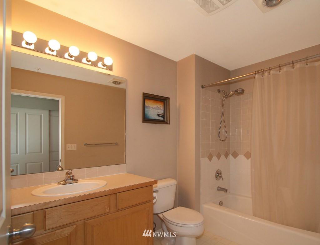Sold Property | 2301 NE Blakeley Street #405 Seattle, WA 98105 16