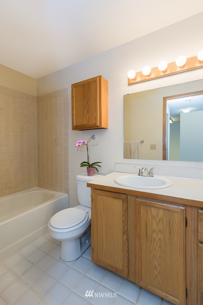 Sold Property | 10501 8th Avenue NE #134 Seattle, WA 98125 9