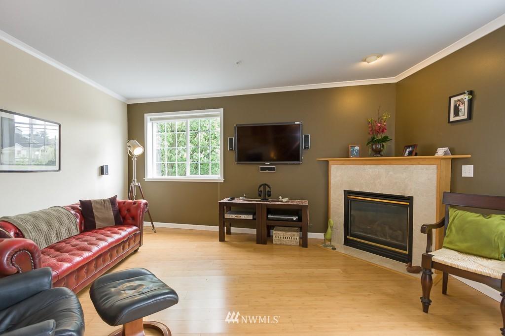 Sold Property | 7301 5th Avenue NE #201 Seattle, WA 98115 3