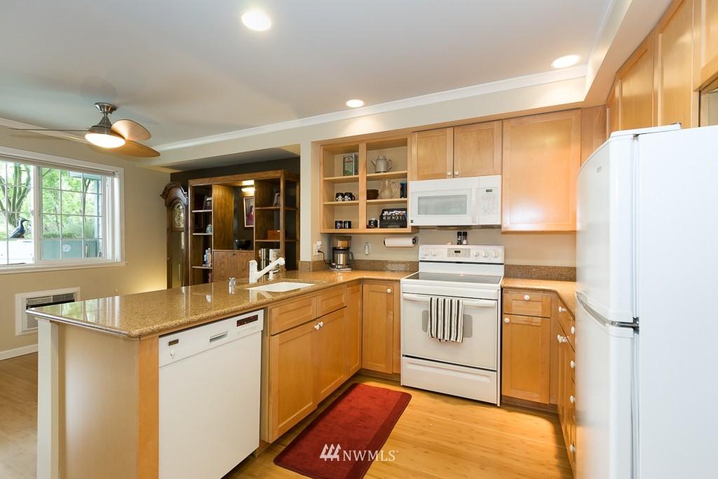 Sold Property | 7301 5th Avenue NE #201 Seattle, WA 98115 4