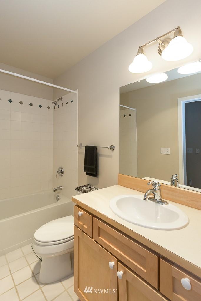 Sold Property | 7301 5th Avenue NE #201 Seattle, WA 98115 9