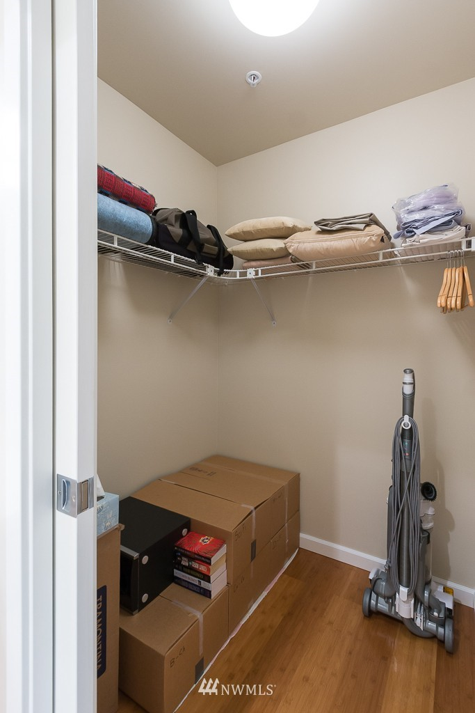 Sold Property | 7301 5th Avenue NE #201 Seattle, WA 98115 10