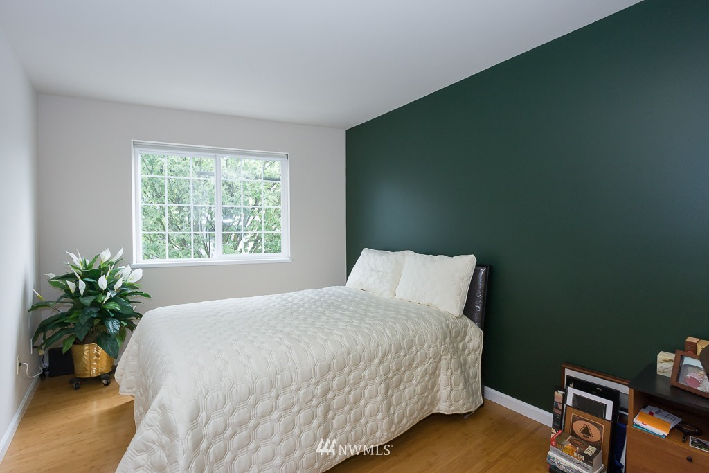 Sold Property | 7301 5th Avenue NE #201 Seattle, WA 98115 11