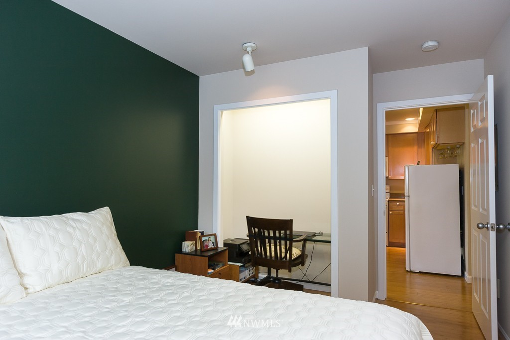 Sold Property | 7301 5th Avenue NE #201 Seattle, WA 98115 12