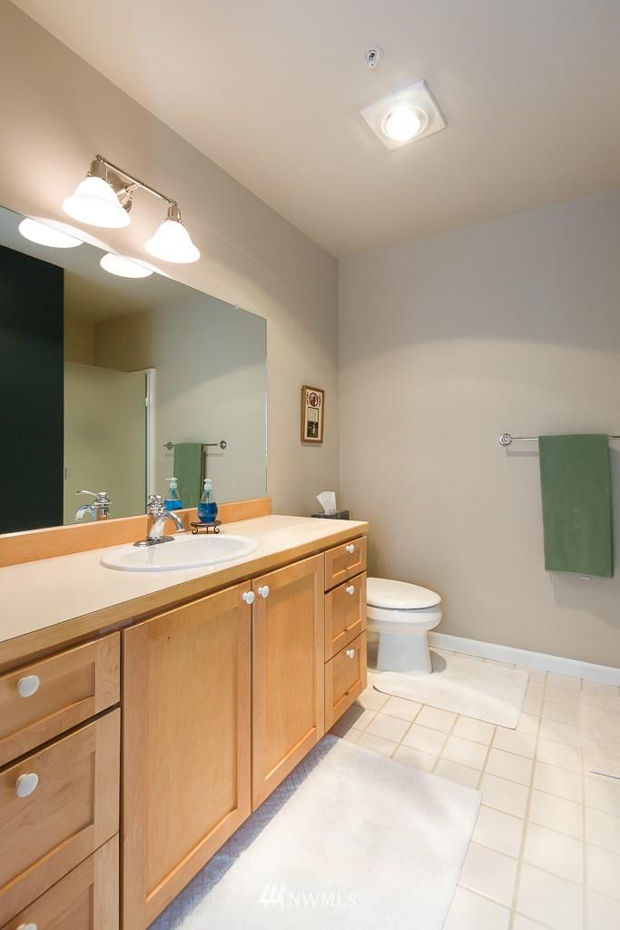 Sold Property | 7301 5th Avenue NE #201 Seattle, WA 98115 13