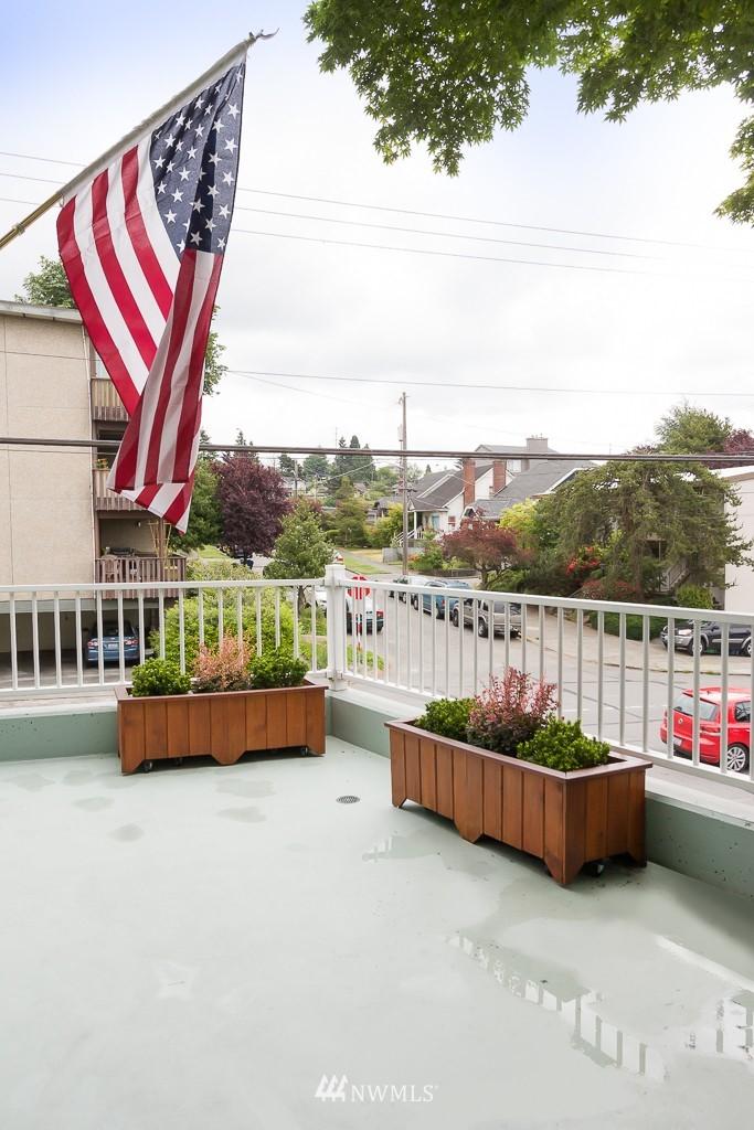 Sold Property | 7301 5th Avenue NE #201 Seattle, WA 98115 2