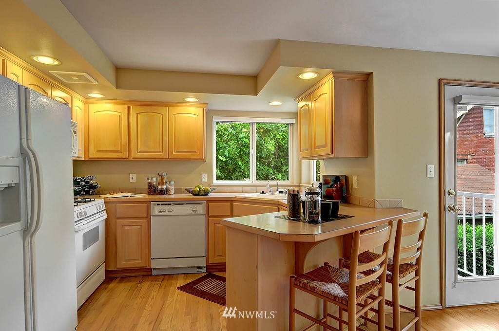 Sold Property | 9041 Mary Avenue NW #C Seattle, WA 98117 4