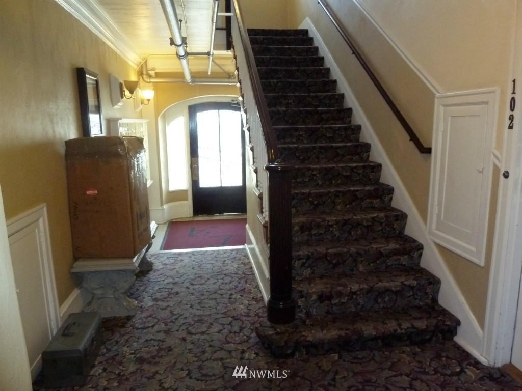Sold Property   214 Summit Avenue E #101 Seattle, WA 98102 15