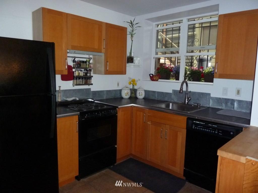 Sold Property   214 Summit Avenue E #101 Seattle, WA 98102 4