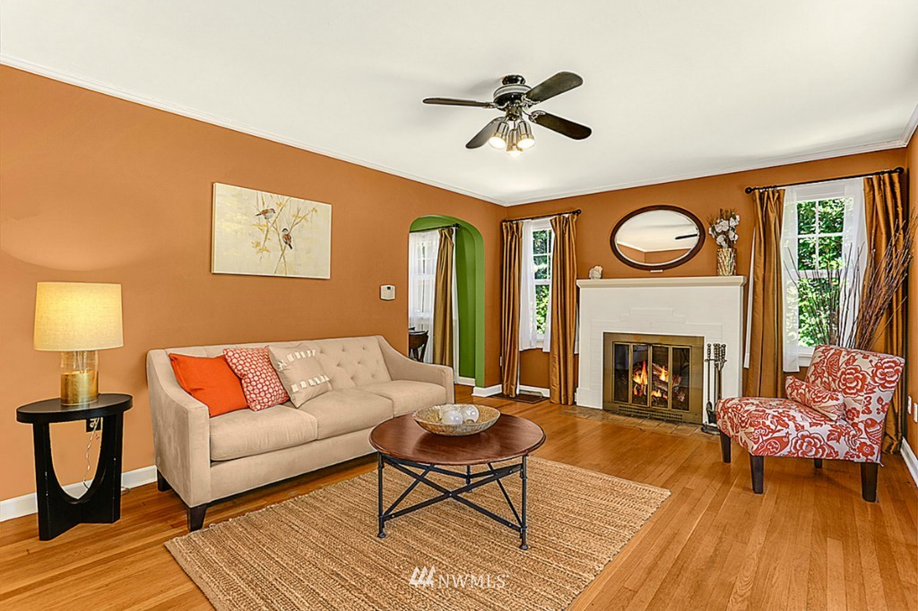 Sold Property | 15715 Greenwood Avenue N Shoreline, WA 98133 2