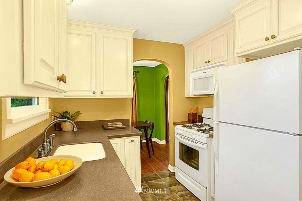 Sold Property | 15715 Greenwood Avenue N Shoreline, WA 98133 4
