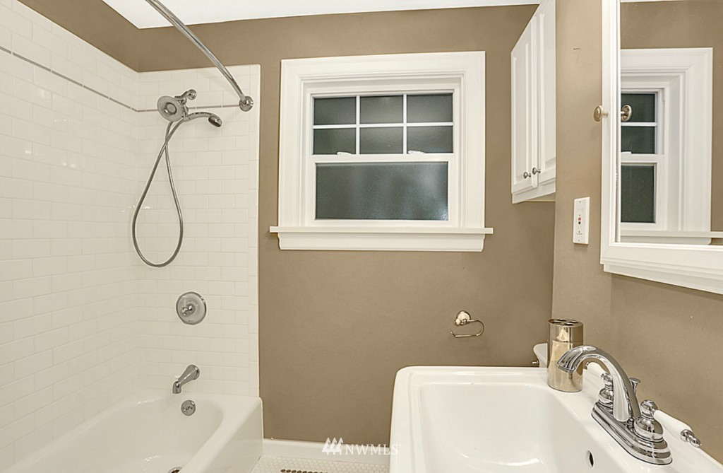 Sold Property | 15715 Greenwood Avenue N Shoreline, WA 98133 10