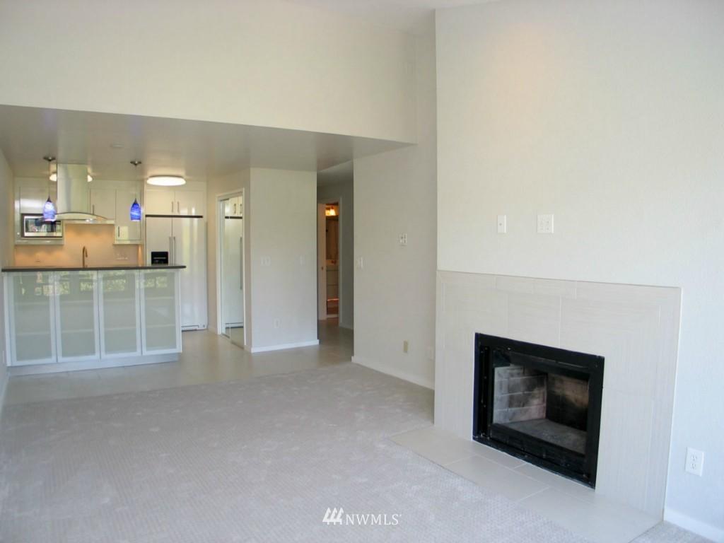 Sold Property | 2348 Fairview Avenue E #402 Seattle, WA 98102 3
