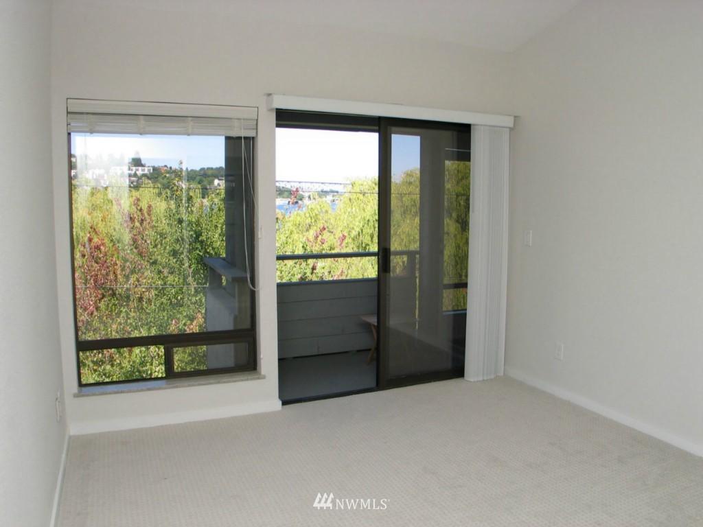 Sold Property | 2348 Fairview Avenue E #402 Seattle, WA 98102 4