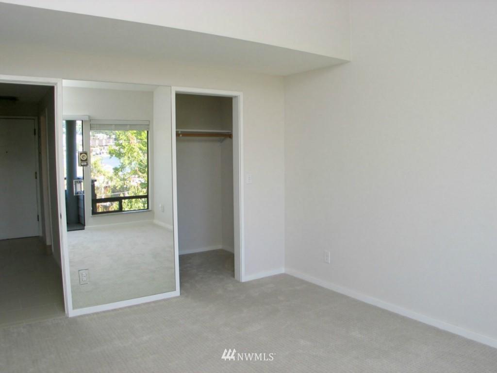 Sold Property | 2348 Fairview Avenue E #402 Seattle, WA 98102 5