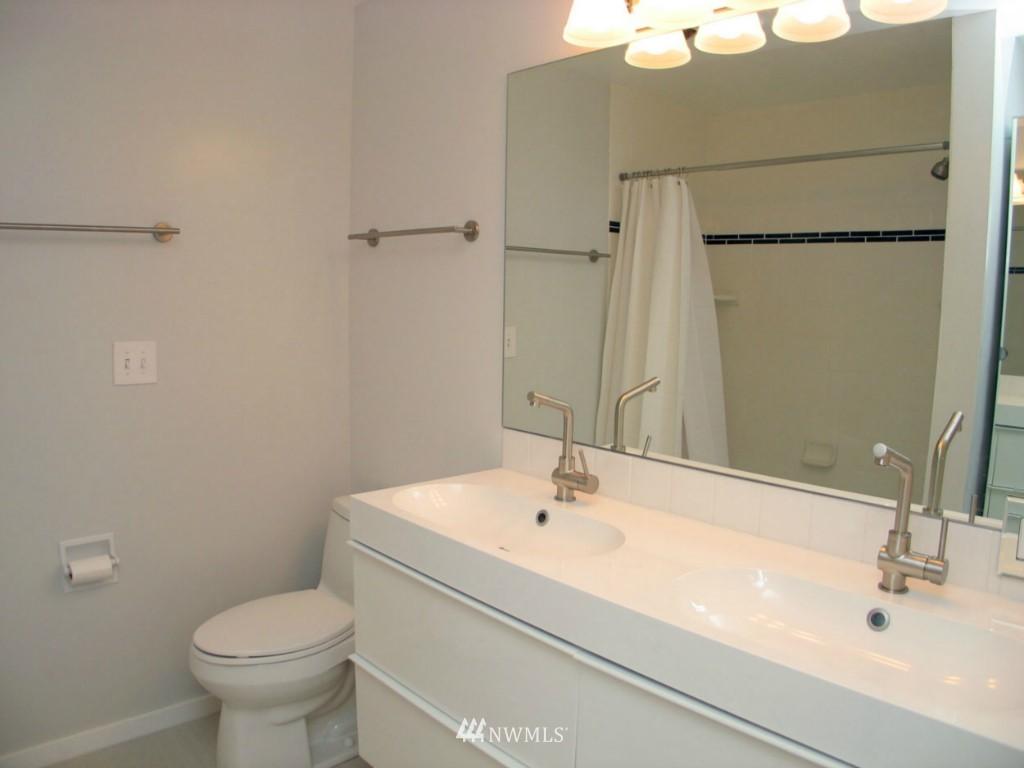 Sold Property | 2348 Fairview Avenue E #402 Seattle, WA 98102 6