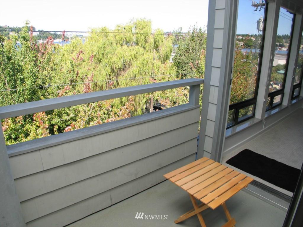 Sold Property | 2348 Fairview Avenue E #402 Seattle, WA 98102 7