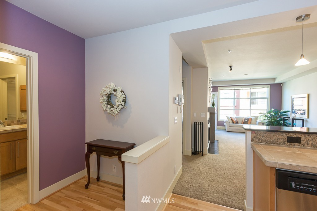 Sold Property | 410 NE 70th Street #407 Seattle, WA 98115 3