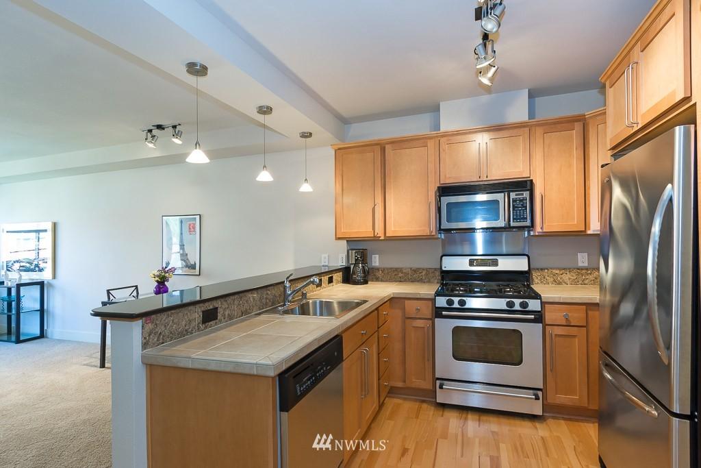 Sold Property   410 NE 70th Street #407 Seattle, WA 98115 8
