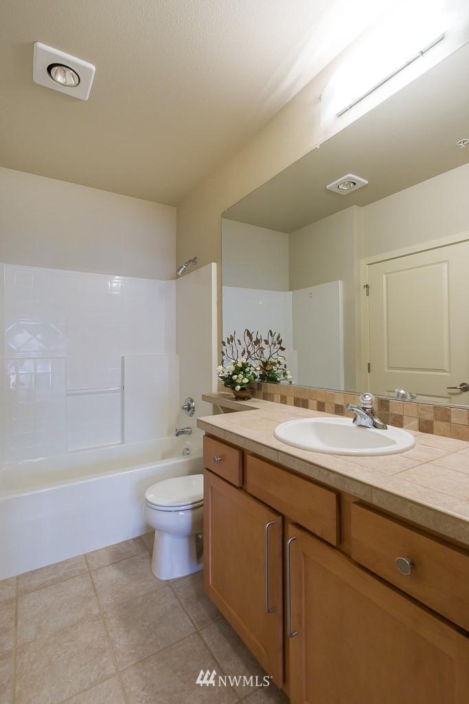Sold Property   410 NE 70th Street #407 Seattle, WA 98115 10