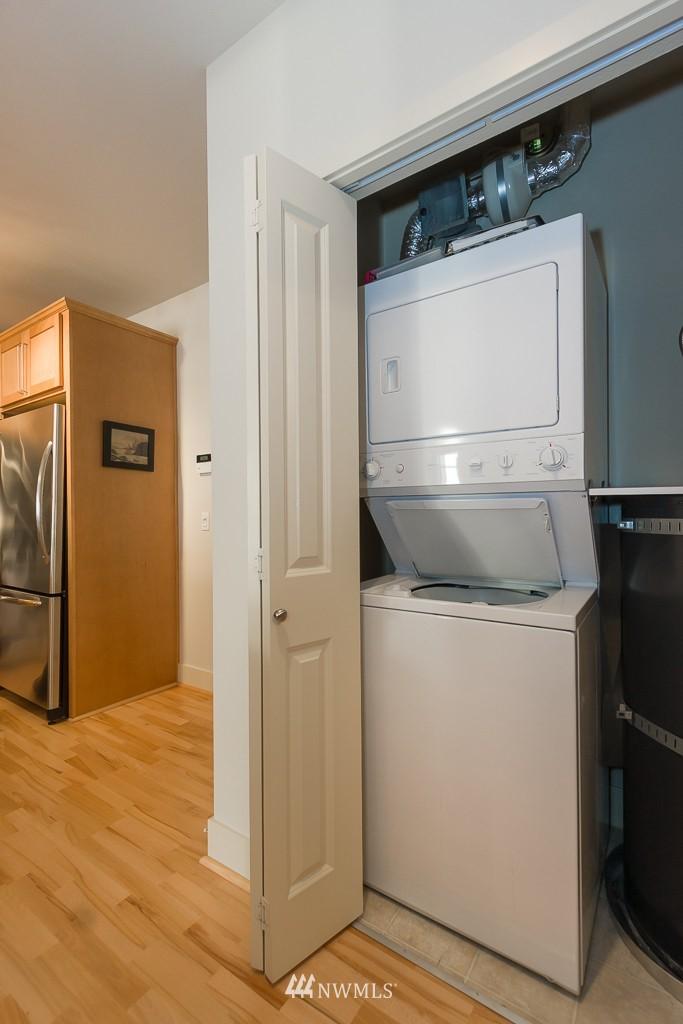 Sold Property   410 NE 70th Street #407 Seattle, WA 98115 12