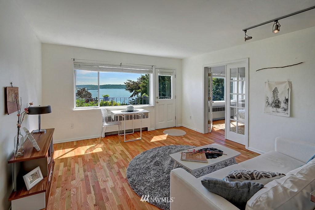 Sold Property | 515 W Olympic Place #1 Seattle, WA 98119 3
