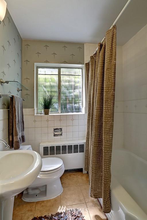 Sold Property | 515 W Olympic Place #1 Seattle, WA 98119 8