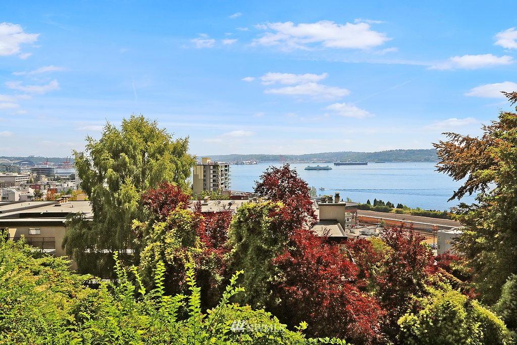 Sold Property | 515 W Olympic Place #1 Seattle, WA 98119 10