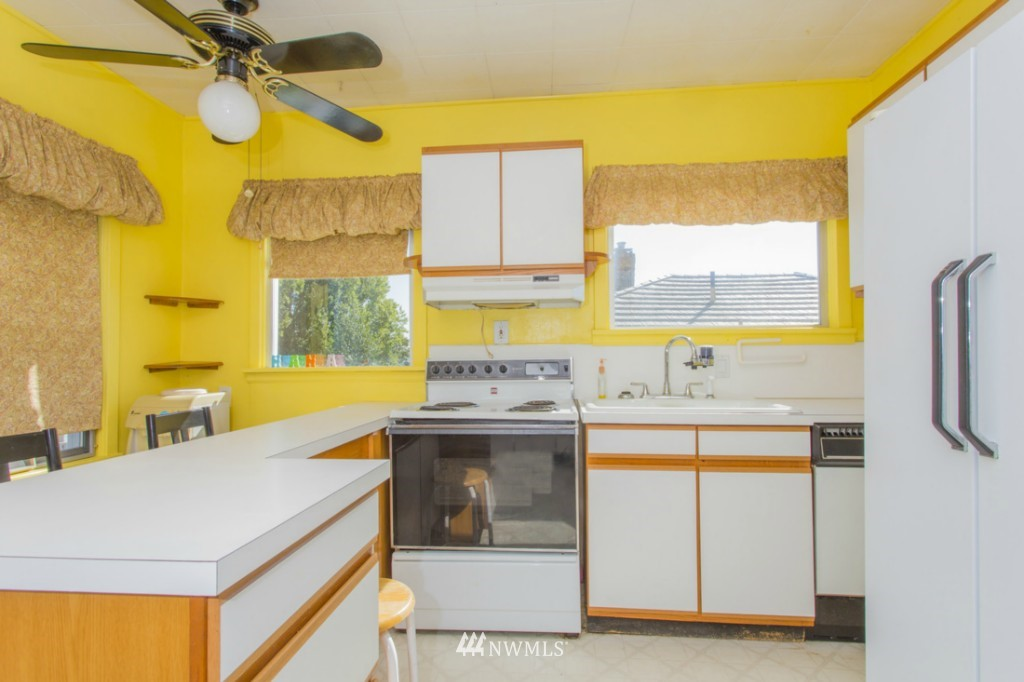 Sold Property   3722 E Jefferson Street Seattle, WA 98122 2