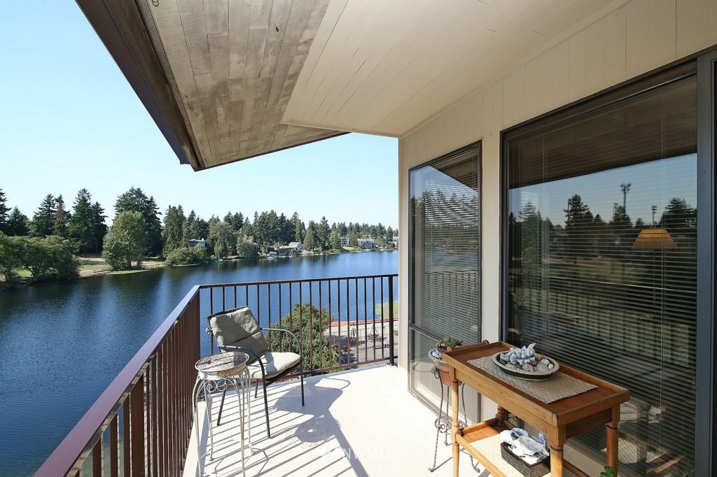 Sold Property | 13229 Linden Avenue N #405B Seattle, WA 98133 6