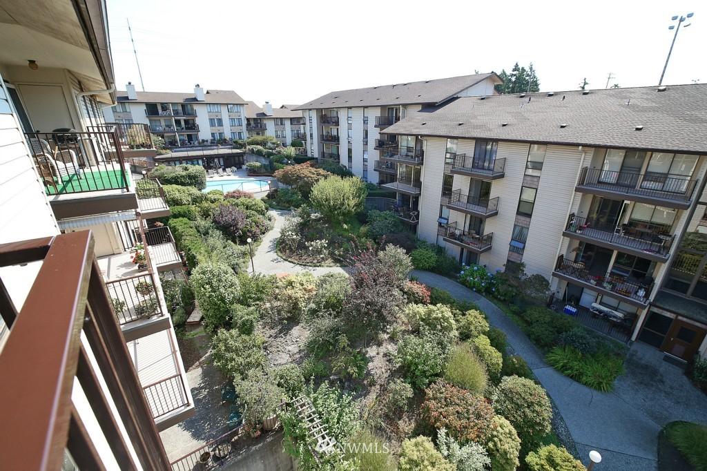 Sold Property | 13229 Linden Avenue N #405B Seattle, WA 98133 9