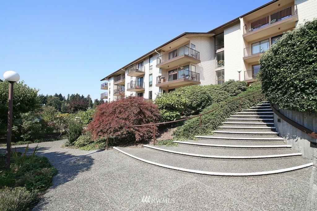Sold Property | 13229 Linden Avenue N #405B Seattle, WA 98133 22