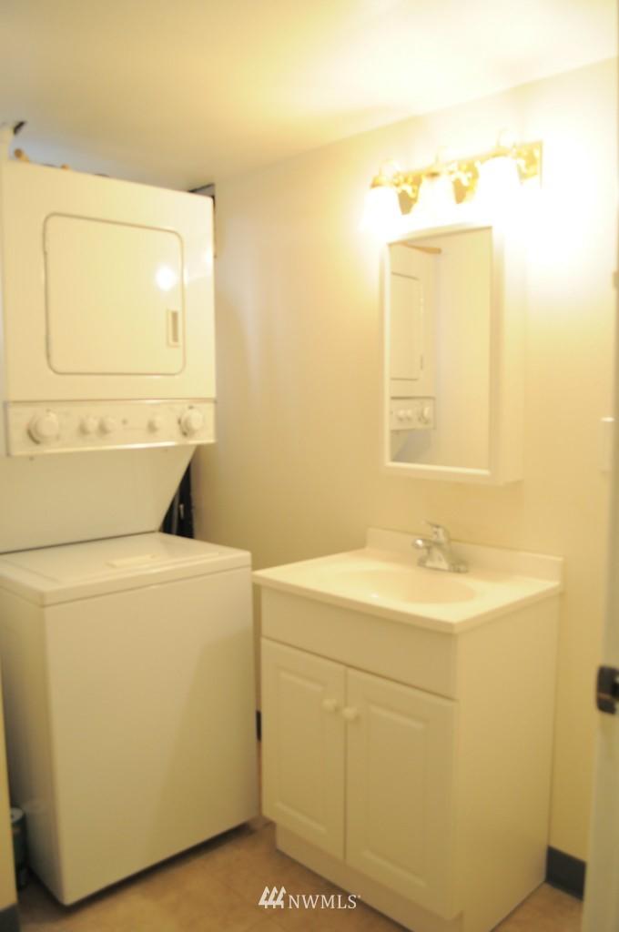 Sold Property   4708 7th Avenue NE Seattle, WA 98105 10