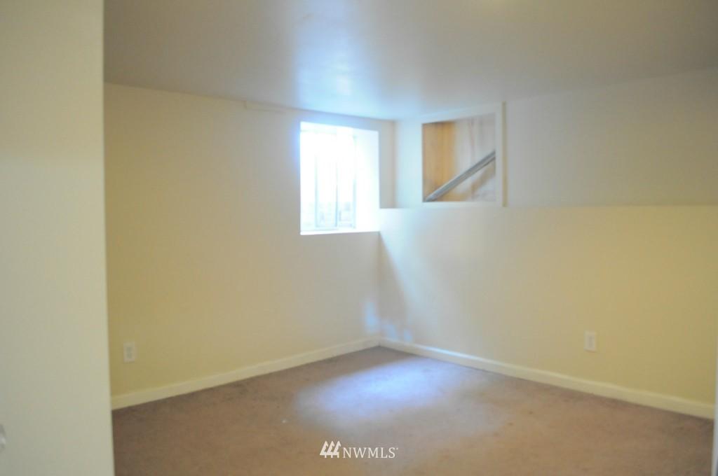 Sold Property   4708 7th Avenue NE Seattle, WA 98105 14