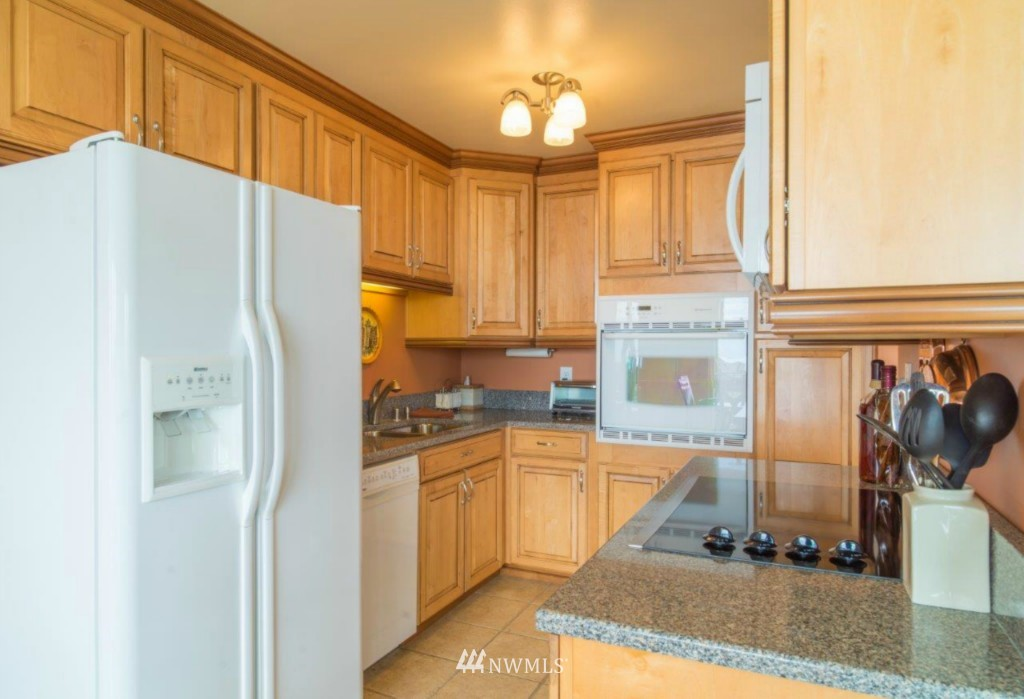 Sold Property | 500 W Olympic Place #301 Seattle, WA 98119 12