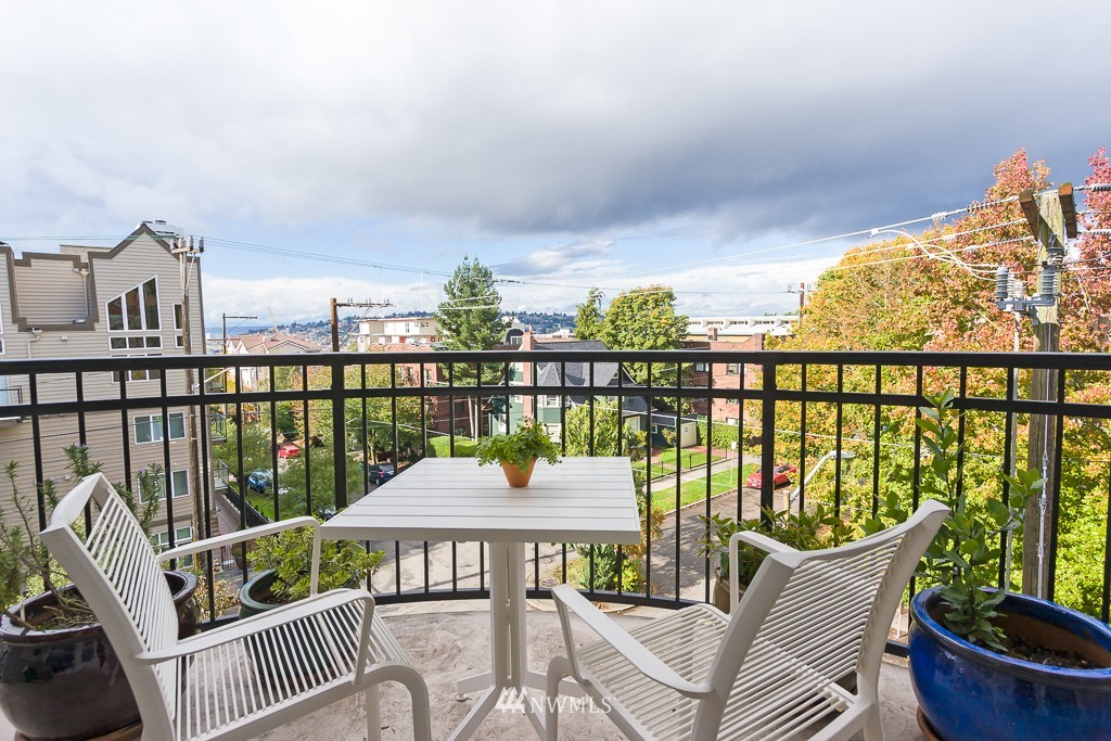 Sold Property | 232 Belmont Avenue E #403 Seattle, WA 98102 0