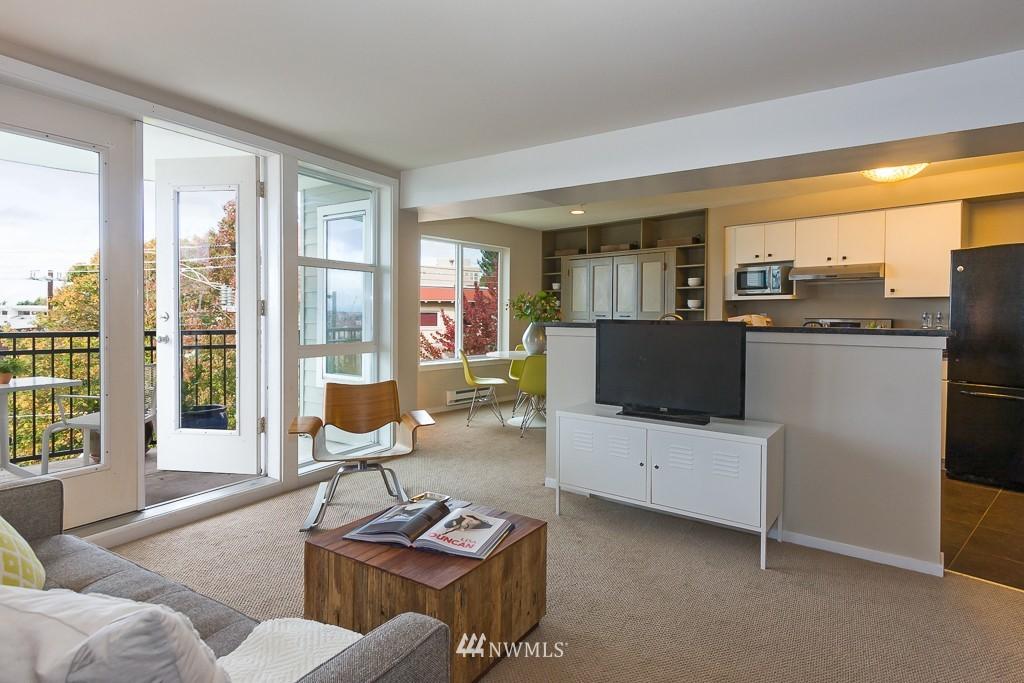 Sold Property | 232 Belmont Avenue E #403 Seattle, WA 98102 5