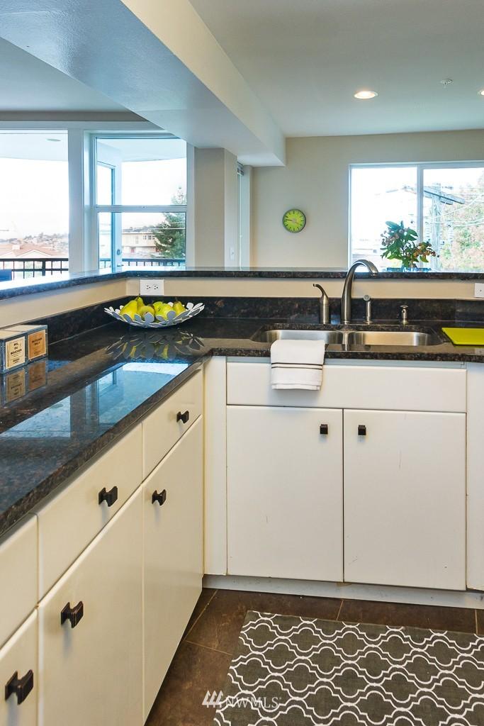 Sold Property | 232 Belmont Avenue E #403 Seattle, WA 98102 8
