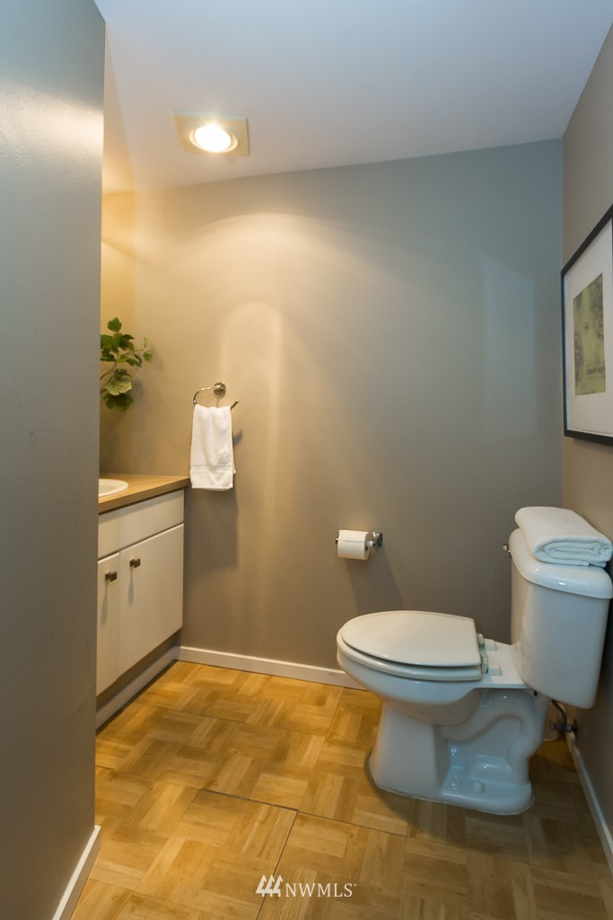 Sold Property | 232 Belmont Avenue E #403 Seattle, WA 98102 12