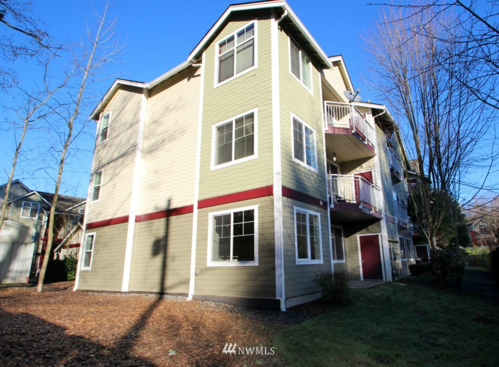 Sold Property | 13000 Admiralty Way #A-106 Everett, WA 98204 0