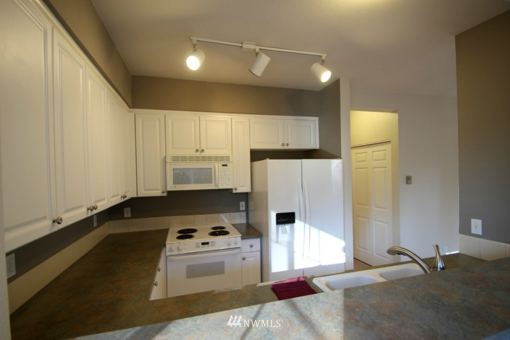 Sold Property | 13000 Admiralty Way #A-106 Everett, WA 98204 3