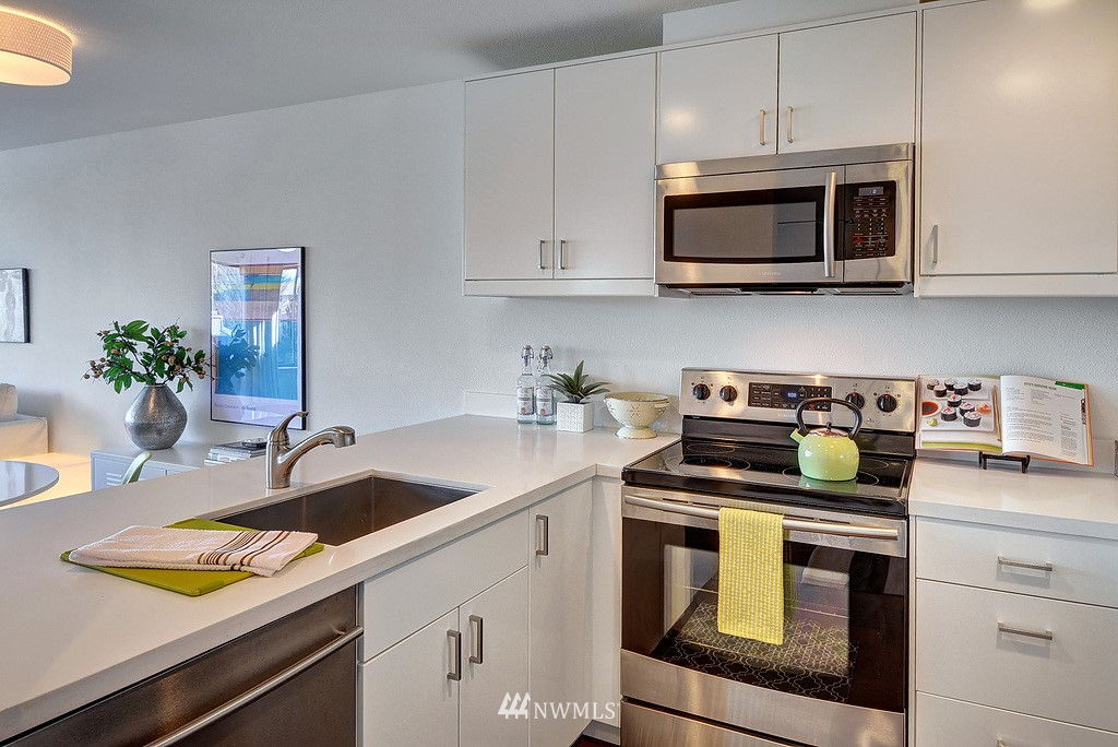 Sold Property   211 Summit Avenue E #S421 Seattle, WA 98102 6