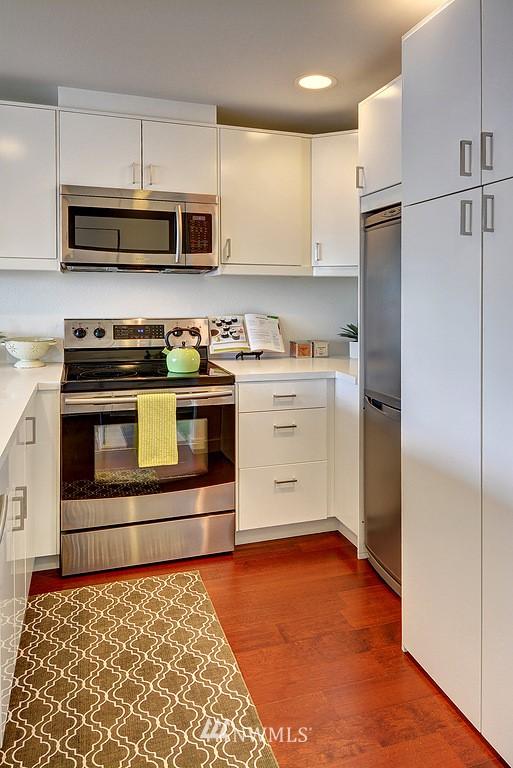 Sold Property   211 Summit Avenue E #S421 Seattle, WA 98102 7