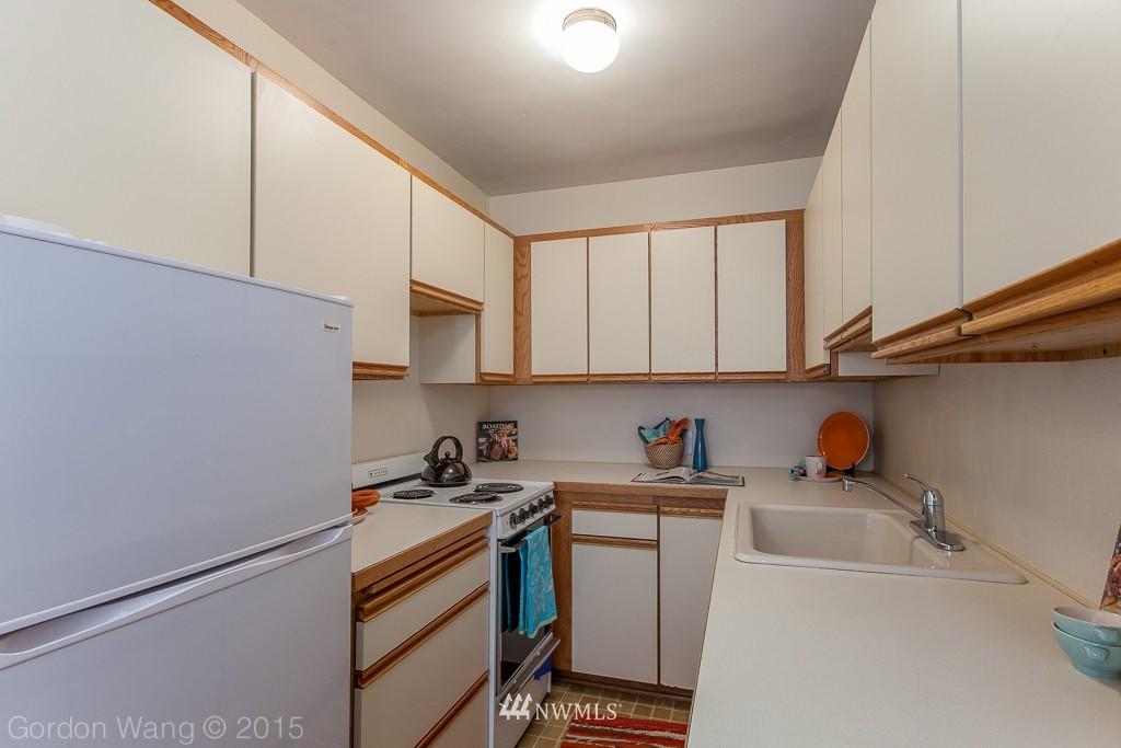 Sold Property | 408 Bellevue Avenue E #305 Seattle, WA 98102 4