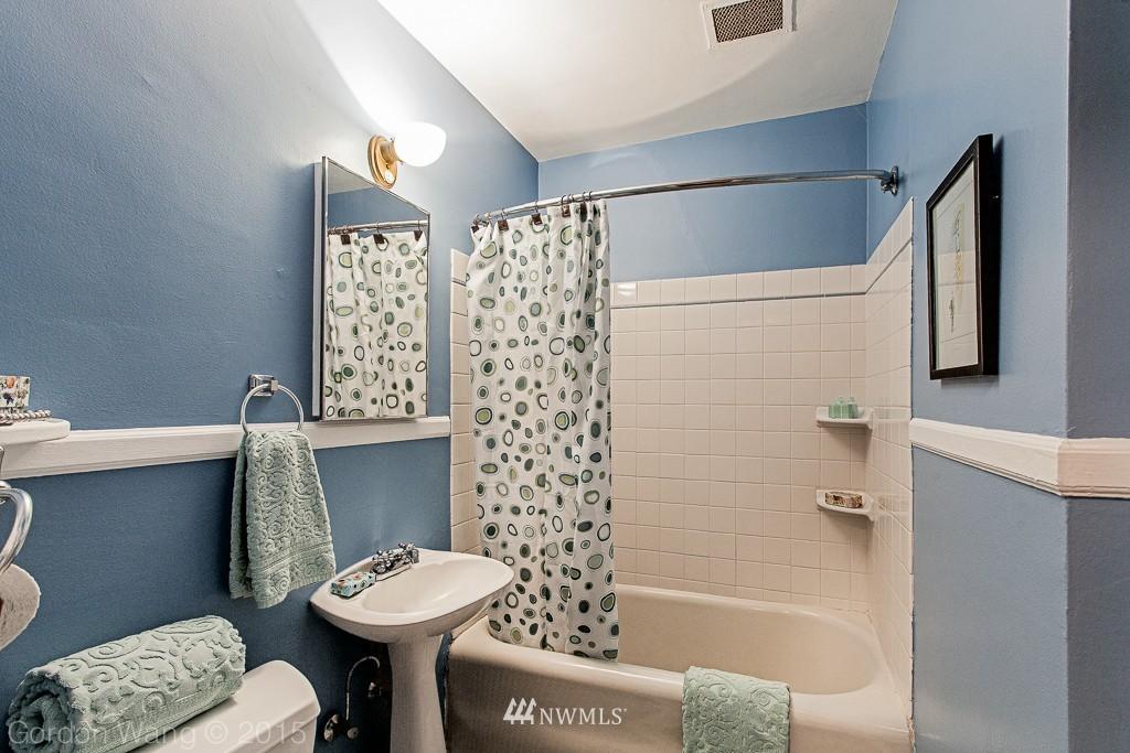 Sold Property | 408 Bellevue Avenue E #305 Seattle, WA 98102 8