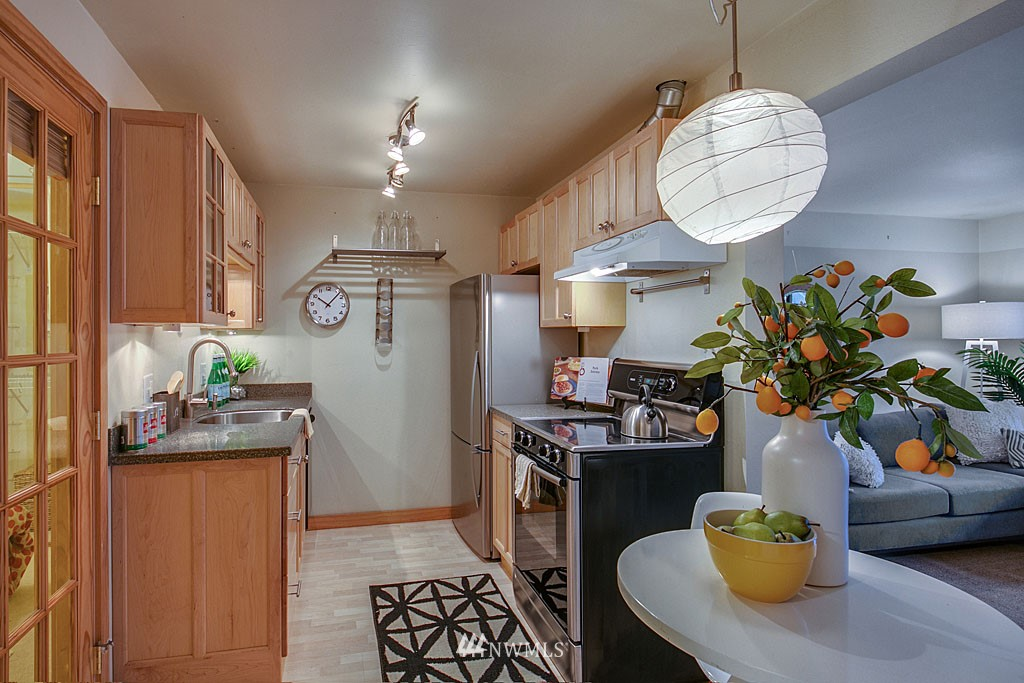 Sold Property | 911 N 73rd Street #205 Seattle, WA 98103 4