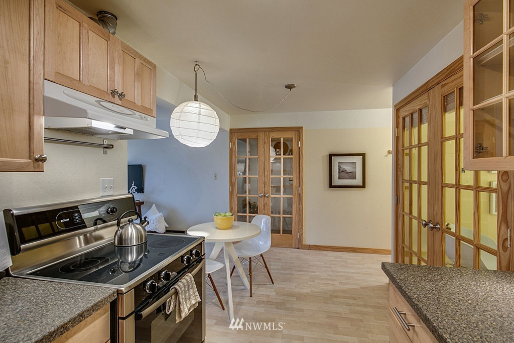 Sold Property | 911 N 73rd Street #205 Seattle, WA 98103 5