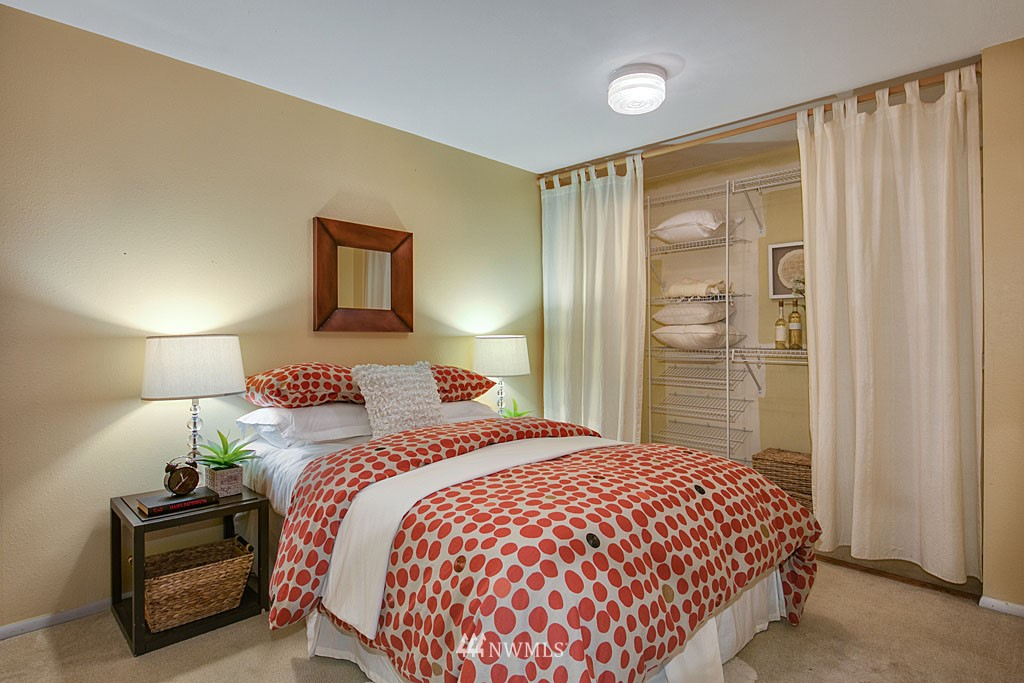 Sold Property | 911 N 73rd Street #205 Seattle, WA 98103 7