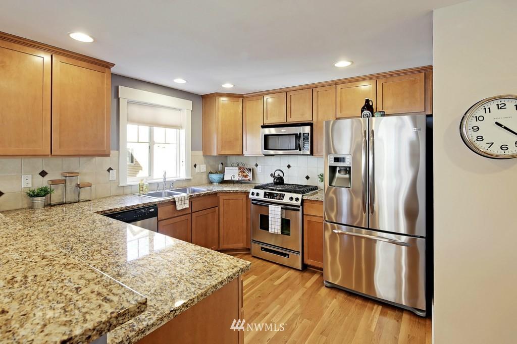 Sold Property | 8405 8th Avenue NW #B Seattle, WA 98117 4