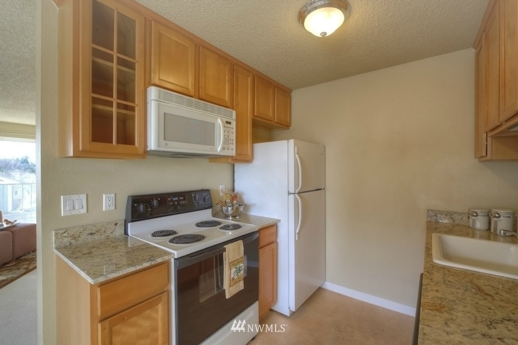 Sold Property | 6501 24th Avenue NW #202 Seattle, WA 98117 5